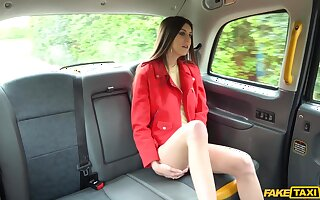 Lina Luxe is leaving country and decides to fuck the taxi driver