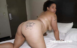 lady queen thick sexy bbw fucks paki quickie mart worker
