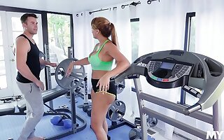 MILF gets laid at the gym and works out younger dong
