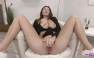 Solo babe shows off rubbing pussy like a goddess