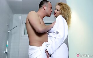 Curly babe gets intimate hither to dramatize expunge fore shower