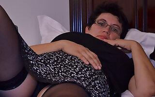 Oversexed Houswife Gettin' All Naughty - MatureNL