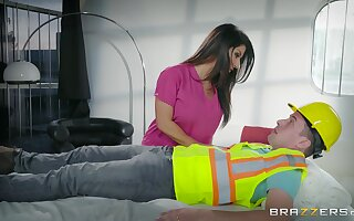 Brunette mom loves the builder's huge dong ramming say no to ass disposed to that