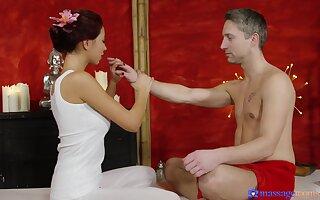 Hot sordid fuck, handjob and facesitting with engaging masseuse