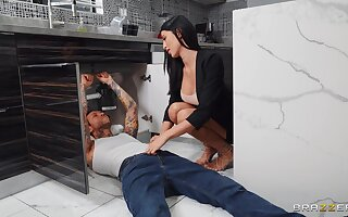 Flaming brunette gets laid with the plumber when hubby is not home