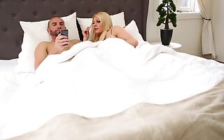 Broad in the beam wives Jessie Lee Pierce and Blake Wilde love foursomes