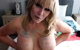 Big boob brunette masturbates on webcam