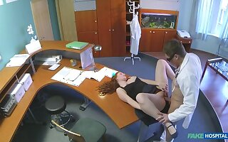 Doctor Gives His New Receptionist A Full Fabrication Shacking up